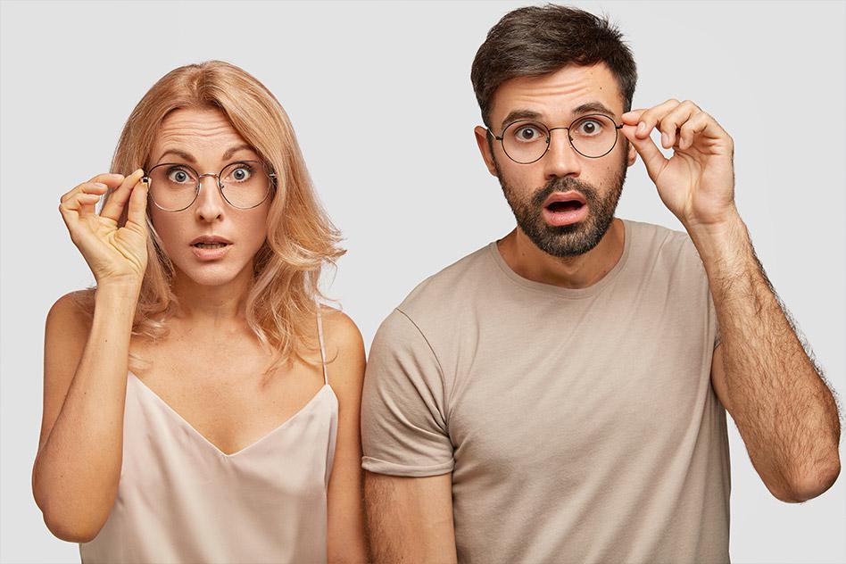 immagine uomo e donna con occhiali